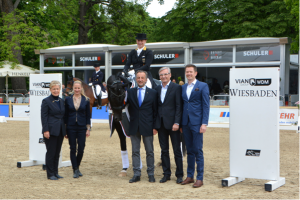 Prizegiving for the WDM Grand Prix Special: WRFC-President Kristina Dyckerhoff, Isabelle Kettner, winners Isabell Werth and Weihegold OLD, Jochen Kettner, Michael Ketterer and Carl Cuypers of Hofgut Rosenau. (photo: WRFC/Hennig)